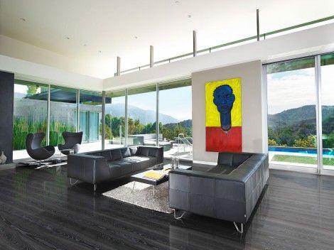 Parchetul din lemn de frasin triplustratificat Black Silver poate fi alegerea dumneavoastra perfecta daca va doriti un interior elegant. Pardoseala se remarca prin nuantele alternative de negru si argintiu metalic din fibra lemnului.