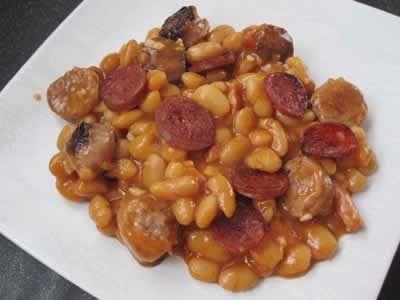 haricots blancs chorizo tomates thermomix, voila une recette facile et délicieuse pour faire un plat principal chez vous avec le thermomix.