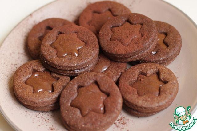 """Шоколадно-карамельное печенье  Ингредиенты для """"Шоколадно-карамельное печенье"""": Тесто Мука— 250 г Масло сливочное— 125 г Яйцо— 1 шт Шоколад темный— 50 г Какао-порошок— 20 г Сахар коричневый— 50 г Начинка Молоко сгущенное(варенoe) — 200 г Шоколад темный— 50 г"""