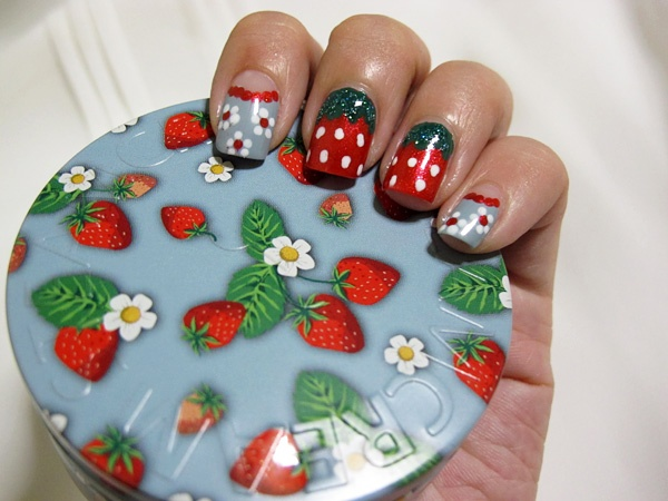 "the ""bunzi"", and the ""xiaomantou"": Steamcream & Strawberry Nails"