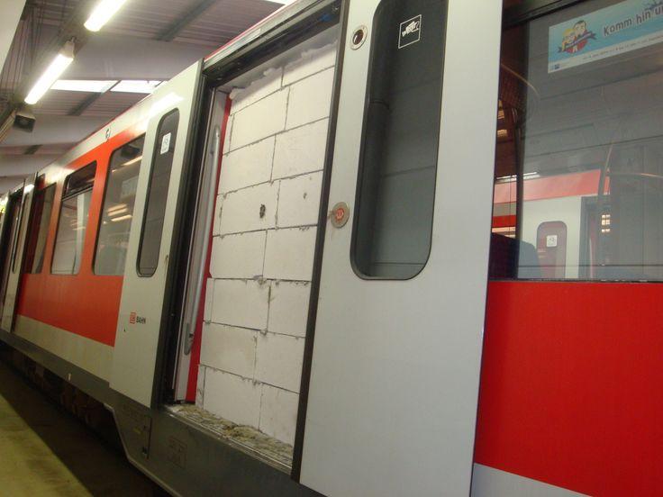 Hamburg: Die Geschichte zu dieser S-Bahn-Tür ist kurios