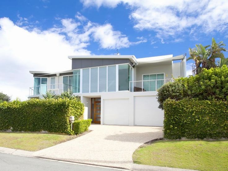 Not only is this property a stones throw to the beach, it is beautifully furnished and has 5 bedrooms. #Noosa #holidayrental @HomeAway Australia