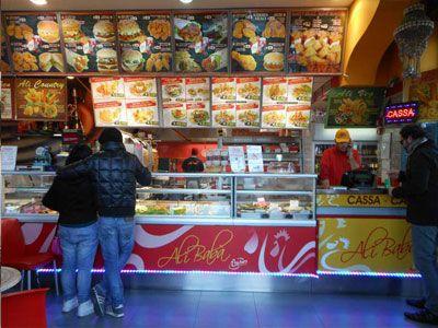 Alibabà sito in Piazza Giovanni XXIII, nei pressi della Stazione centrale di Catania offre un ottimo kebab e non solo, potrai gustare anche piatti indiani, stuzzichini cinesi, arabi e indiani e vari tipi di hamburger e il buonissimo pollo fritto. Giorno di chiusura: sempre aperto Orari di consegna: dalle 12.30 alle 15.00 e dalle 19.30 alle 23.00 Costo del servizio: € 1,50