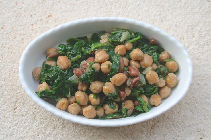 Con la prima pioggia una ricetta autunnale! Ingredienti per 4 persone: – ceci bio 100 gr – fagioli bio borlotti 100 gr – spinaci freschi 500 gr – cipolla 1/2 – aglio 1…