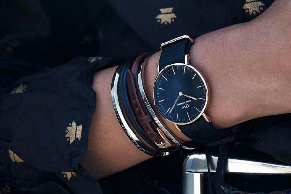 大人気のダニエルウェリントンより新作腕時計「Classic Black」が10月1日〜10日に先行販売されます。記事の巻末に先行発売に必要な限定アクセスコード(15%割引あり)があります。是非ご利用ください。シックな装いの新作腕時計「Classic Black」が貴女のコーディネートを格上げします。