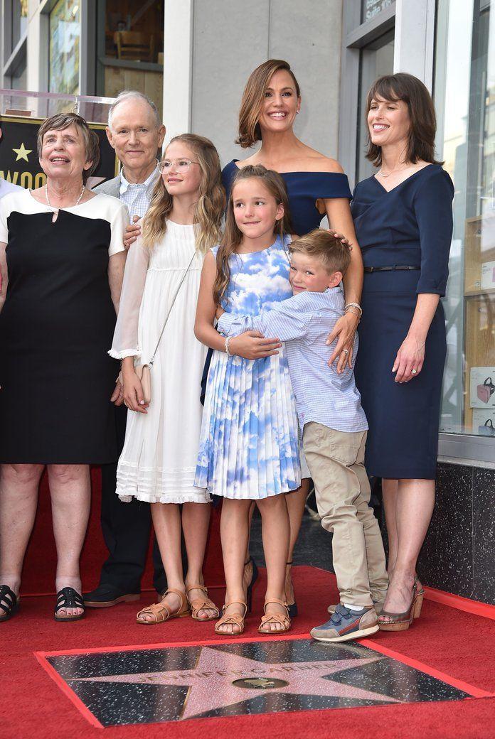 Jennifer Garners Celebrates Hollywood Walk Of Fame With Kids Jennifer Garner Kids Jennifer Garner Bikini Jennifer Garner