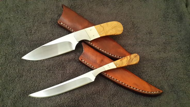 The Bird & Hunter : 12C27Mod Stainless Steel Blades. Wild Olive handle with Warthog tooth inlay. Handmade leather sheath.