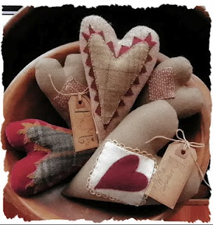 Hearts are sweet country decor...especially when they are displayed in a neat old wooden bowl...<3