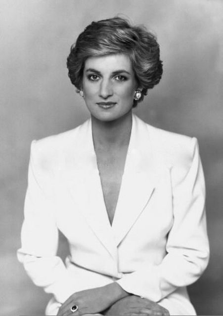 Diana, Princess of Wales official portriat
