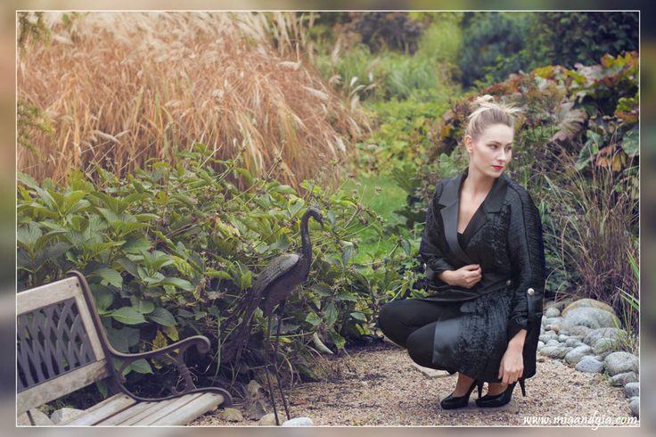 Classy, black, satin #coat with silver buttons <3 | Czarny płaszcz z kreszowanej satyny ze srebrnymi guzikami <3 --  #fashion #totalblacklook #fashionista #fashiondesign #fashionblogger #autumn #fall #coats #classy #style #trends #moda #jesien #elegancki #czarny #plaszcz #패션 #여성의류 #가을 #코트