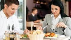 Mengkonsumsi Makanan Sehat Dengan Pola Makan Sehat