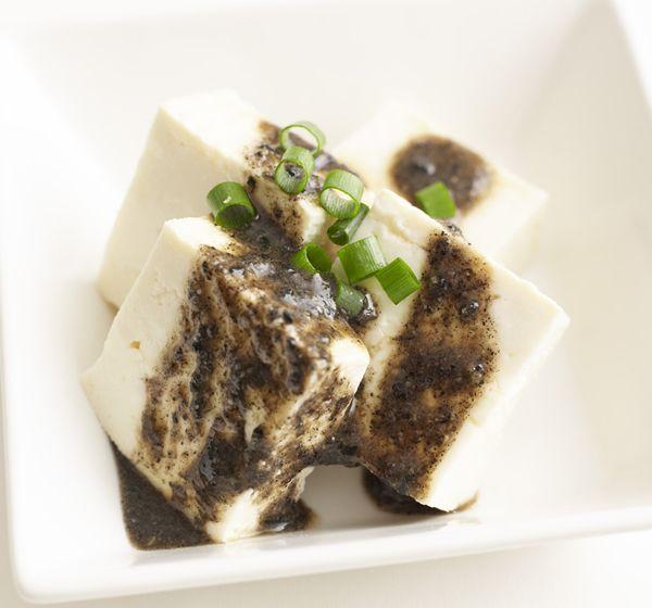 サラダや刺し身、豆腐にかけるだけでヘルシーな一品に! にんにく黒ごまだれレシピ 【オレンジページ☆デイリー】料理レシピをはじめ、暮らしに役立つ記事をほぼ毎日配信します!