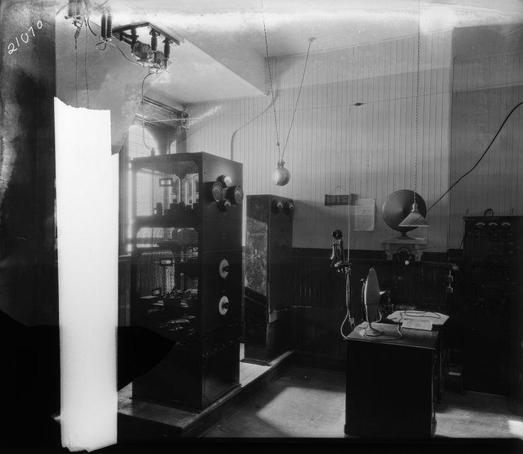 Équipement radio, Moncton, Nouveau-Brunswick.  Bibliothèque et Archives Canada, Fonds CNR (R231),   MIKAN: 3349572.