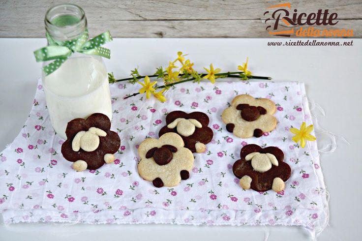Questi biscotti a forma di pecorella sono perfetti da preparare nel periodo pasquale. Ci vuole un po di pazienza ma il risultato lascerà tutti a bocca aperta.