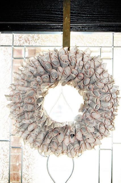 Glue + Paper....Book Wreath...YES!  {Junk in their Trunk}: Book Wreaths