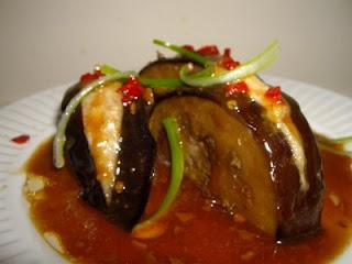 Hakka-stuffed eggplant, be still my heart. ( Make it with vegetarian ...