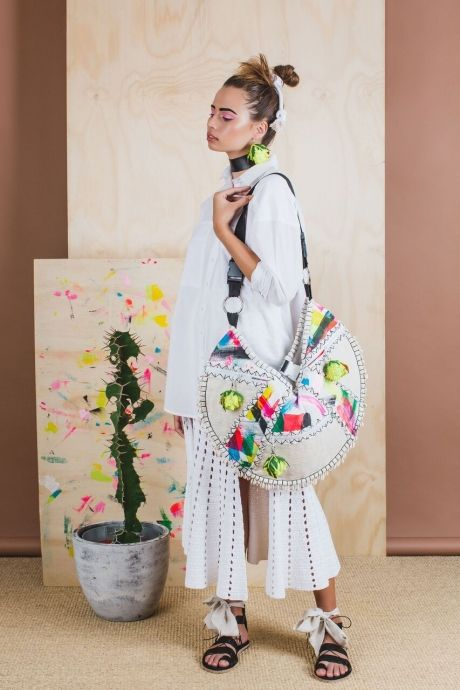 ISOBEL BADIN / 'JUNGLE JUICE' Hand painted Linen, oversized beach bag with braid and shell embellished detail in Abstract Black for Resort 2016 'SPIKEY PALMS' / Photography by Janneke Storm