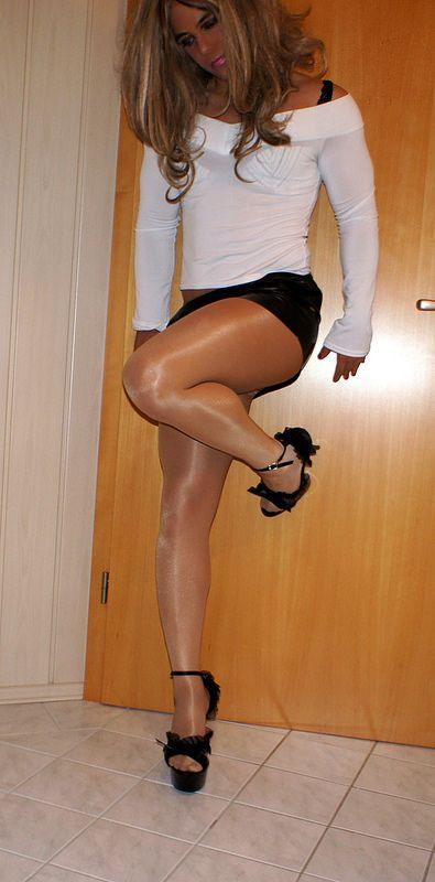 Off her pantyhose 15 pictures