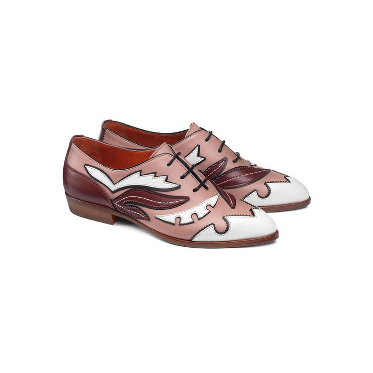 A whimsical interplay of contrasting colours in pink and white leather bespeaks a powerful personality. This 3-hole Oxford shoe with a tapered silhouette comes with a leather sole and emanates a sense of vibrant and mischievous elegance offset by a soft and comfortable design.