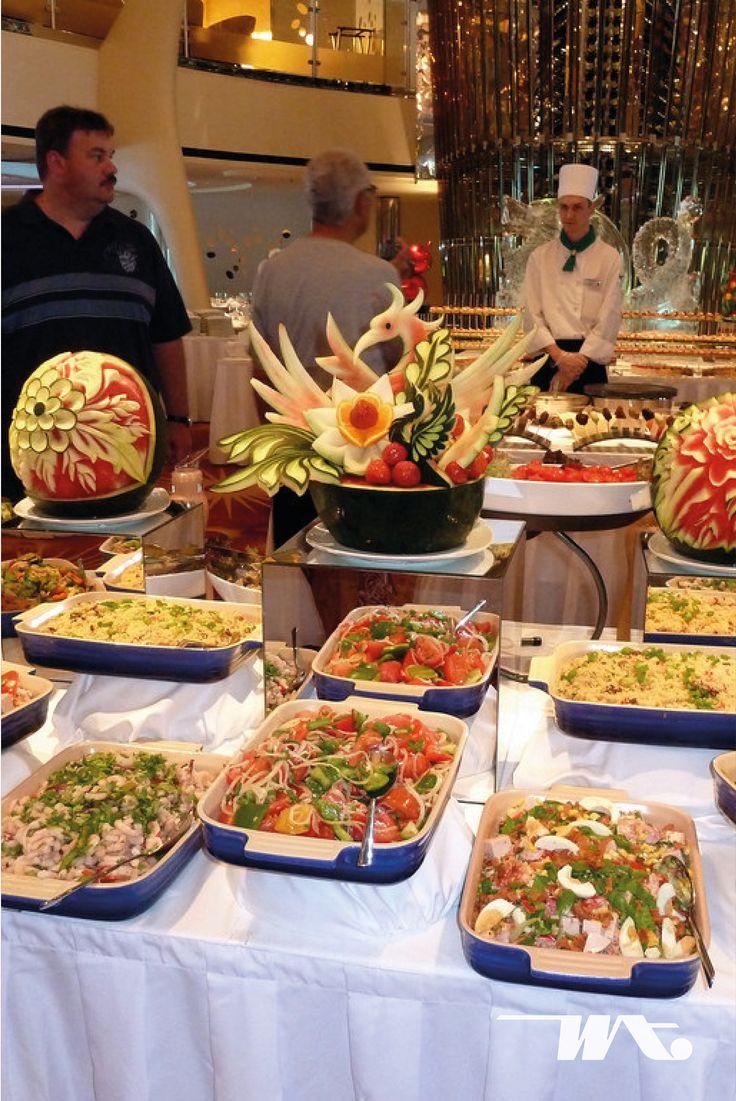 Celebrity Cruise terkenal dengan sajian makanan lezatnya. Jadi Anda tidak perlu khawatir akan merasa bosan jika berlayar bersama Celebrity Constellation, deretan menu makanan yang bervariasi dari restoran bintang lima akan memuaskan Anda. Nikmati sajian hidangan ala buffet atau Anda bisa memilih sendiri dari menu yang ada dan sesuai selera Anda
