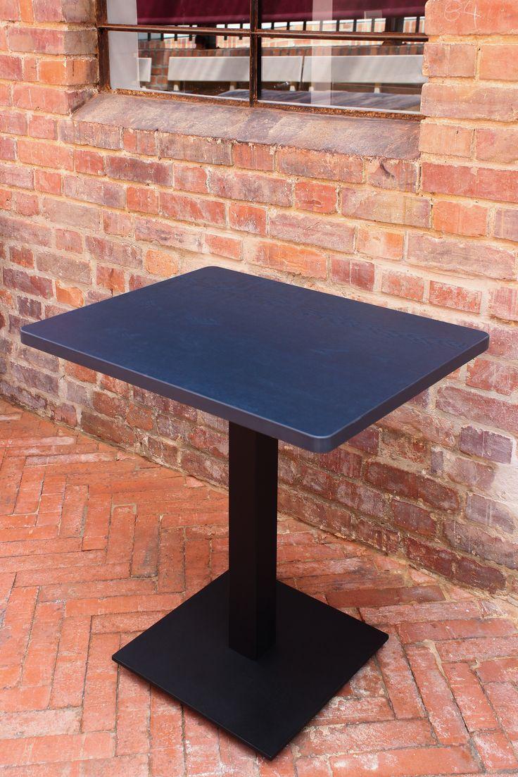 Mesa tipo pedestal. Utilización de base CUATTRO