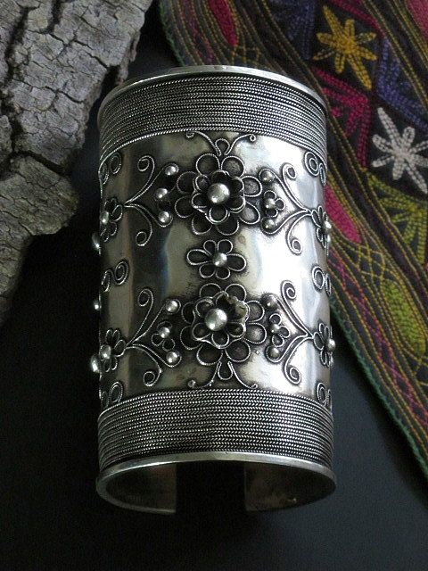 Hmong (Miao) | Cuff; antiqued Miao Silver (Silver with White Brass).
