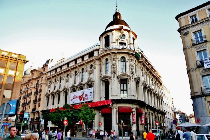 Teatro Calderón - Madrid. Es propiedad de la #sgae y está cerrado desde hace un mes ¿Hasta cuándo?