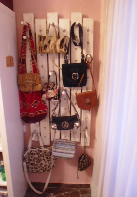 Colgador de bolsos regulable. Adjustable hanger bags.