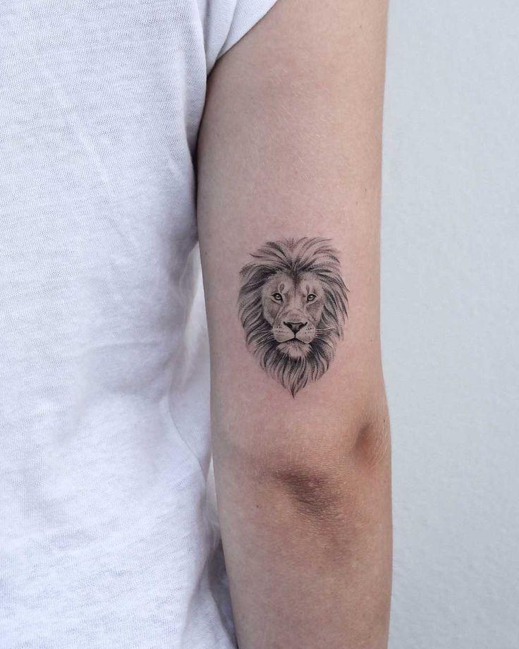Löwenkopf auf dem rechten Trizeps von Iris Tattoo eingefärbt