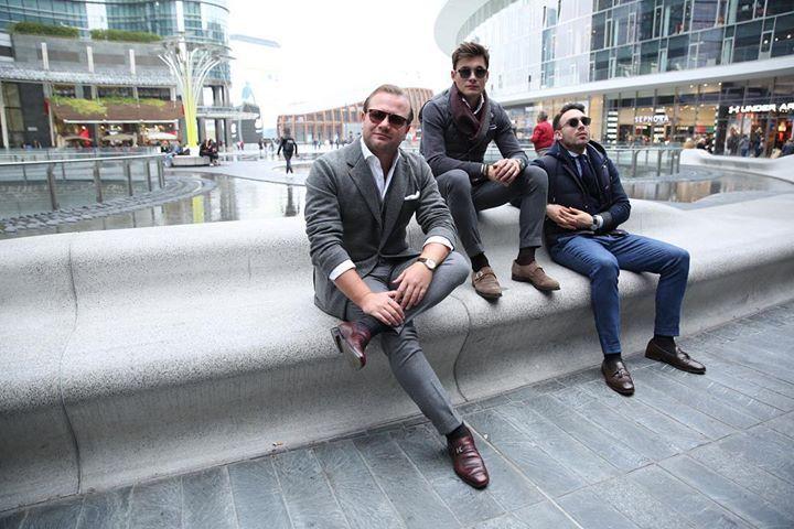 Winter may be already here but Davide Team can feel the good classy days coming! #milan #photoshoot #team #guys #friends #santoni #loropiana #kiton #corneliani #brunellocucinelli #italian #italy #class #style