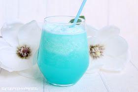 Zitronenlimonade mit Wasser und gecrushtem Eis gemischt.  Dazu Blue Curacao Sirup und fertig ist der perfekte Sommerdrink :)  Schön zitron...