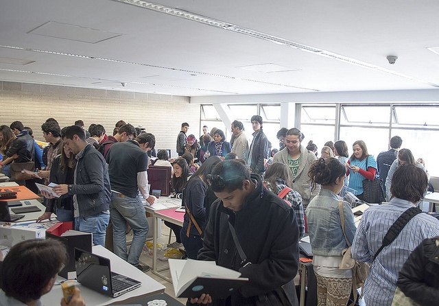 La Hora del Show se tomó la Tadeo en la Muestra de Portafolios de los estudiantes de Diseño Grafico