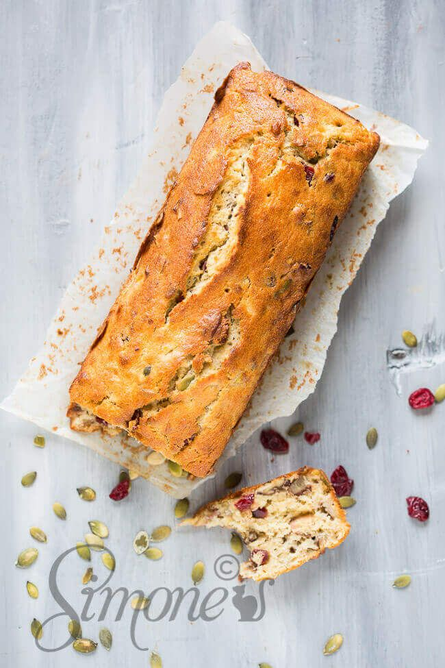 This delicious banana cake is filled with pecans and sweet cranberries and it will be very hard to resist, so maybe best to make two.. :)