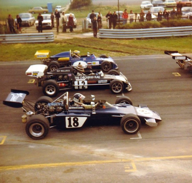 #Snetterton, October 1973 and one of the last races on the old 2.71 mile circuit that included the Norwich straight and the hairpin, up where the Sunday market is now. Formula Atlantic cars ready for blast off on the 3-2-3 grid, open exhausts, with Ford-Cosworth BDA engines. Hiroshi Kazato's locally built DART GRD ( built at Griston ), Ray Mallock and Stephen Choularton in March 73Bs. Do you remember when the dirt track opposite the pits was a spectator entrance? It was used until the late…