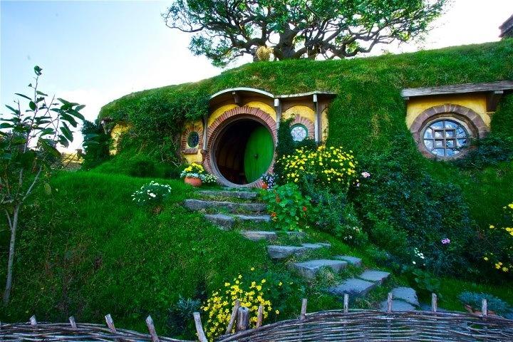 Hobbiton Movie Set, Matamata #NewZealandBuckets Lists, Matamata Newzealand, Hobbit Hole, Favorite Places, Movie Sets, Hobbiton Movie, Middle Earth, Hobbit House, New Zealand