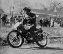 1955年  浅間高原レース  125cc 優勝の日吉 昇(ヤマハ)