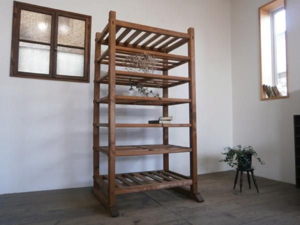 F713◆即決◆木肌色のレトロな古い木製飾り棚◆店舗什器ラックE_画像1