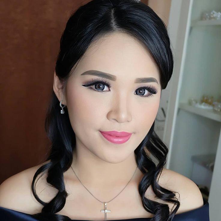 . Makeup for pretty  @fannyyzu  #makeupparty#sangjitmakeup#makeuplamaran#makeuphantaran#makeupsangjit#beforeafter#beforeaftermakeup#before#after#makeup#makeupandhairdo#makeupparty#makeupsoft#makeupglamor#mua#muapalembang#palembangmua#palembang#makeupartist#marianaamakeup