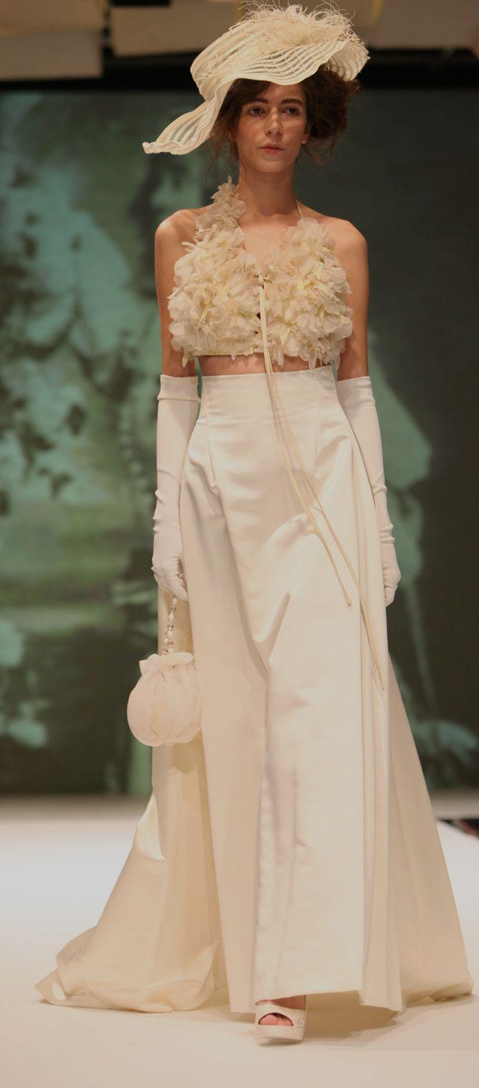 Spose di Fiaba,ispirazione toscana 1900,con molto romanticismo spiritoso. Brides of Fairy Tale, Tuscan-inspired 1900 with very witty romance. Catwalk picture by William di Lauro
