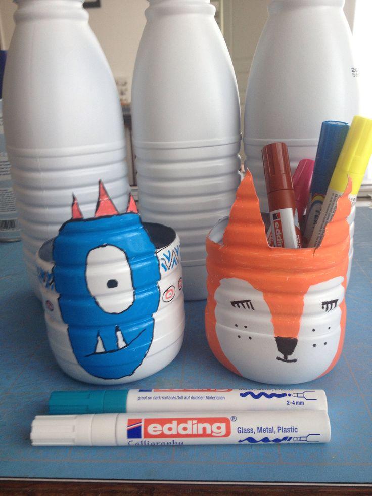 Bouteilles de lait feutres pots crayons nounou for Deboucher toilette avec bouteille