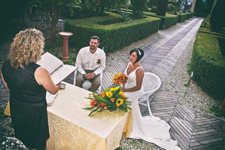 wedding at Villa le Piazzole, Florence #weddingday #weddinginflorence #symbolicceremony #bridegroom #weddingdress #weddingintuscany #weddingphotographer #tuscanphotographer #florencephotographer