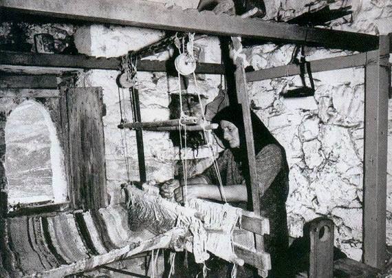 Πάλυρος Μάνης...  Αργαλειός. Φωτογράφος Γ. Βουρλίτης. Εικονόβιβλος της Μάνης, εκδ. Αδούλωτη Μάνη.
