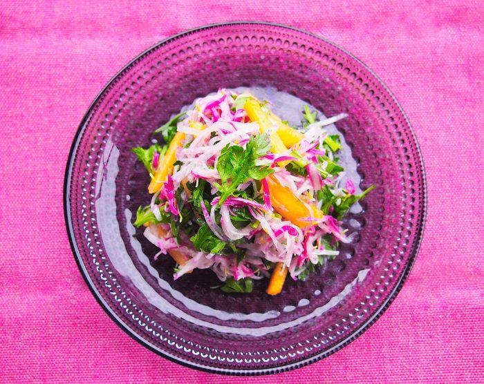 """秋の味覚のひとつ「食用菊」。独特の風味と美しさがあり、""""もってのほか""""や""""もって菊""""という愛称でも広く知られて […]"""