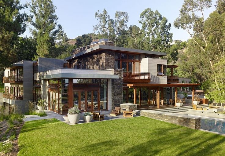 Winner of the 2009 Gold Nugget Awards, this contemporary single family residence designed by Rockefeller Partners Architects is located in Mandeville Canyon, Los Angeles.