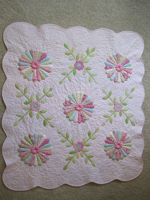 Pretty setting for a Dresden Plate quilt.