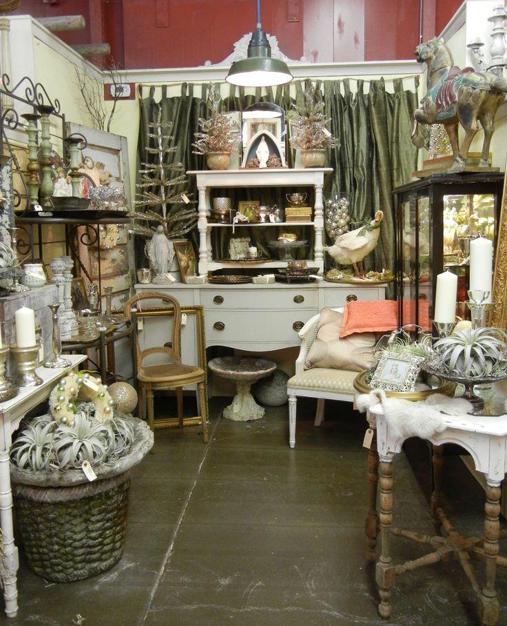 antique booth decorating ideas | Monticello Antique Mall 2011 Christmas Show / Monticello Vintage ...