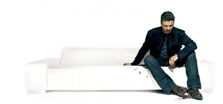 EORGE MICHAEL НА ВЕРШИНЕ МИРОВЫХ ЧАРТОВ Это страшно, но уже четвертый раз за год мы видим, как списки самых продаваемых песен и пластинок в мире возглавляют работы ушедших из жизни артистов. Принс, Девид Боуи и Леонард Коэн, а еще совсем «недавно» и такие легенды 80-х, как Майкл Джексон и Уитни Хьюстон. 25-го декабря 2016-го не стало Джорджа Майкла. В резком спросе на музыку «звёзд», которых не стало с нами, нет ничего удивительного и плохого, но как хочется, чтобы интерес к их хитам не был…