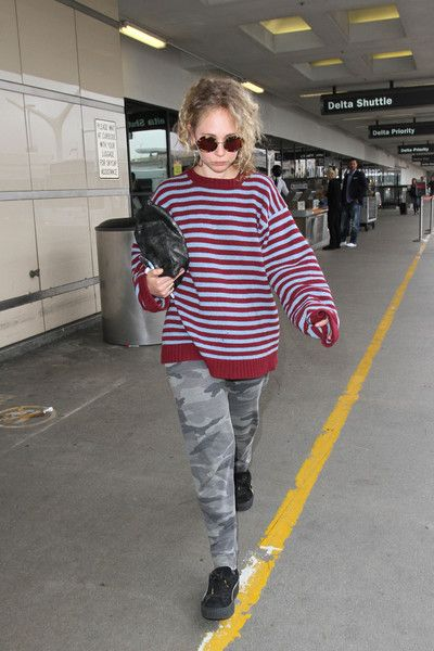 Juno Temple Photos - Juno Temple is seen at LAX on May 3, 2016. - Juno Temple is Seen at LAX