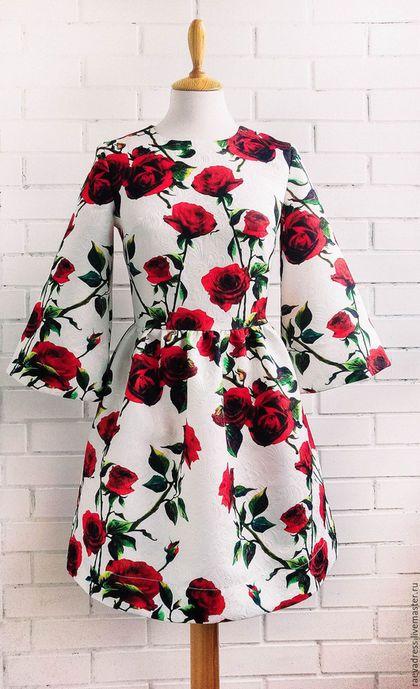 Купить или заказать Платье'Розы' из жаккарда в стиле Dolce&Gabbana в интернет-магазине на Ярмарке Мастеров. Платье из красивого жаккарда. Объемные рукава 3/4. данная ткань закончилась, но есть миллион и один вариант других не менее красивых тканей, пишите, с радостью подберу что то для вас:) Выполню на заказ в любом размере. Стоимость пошива платья на заказ, 5т.