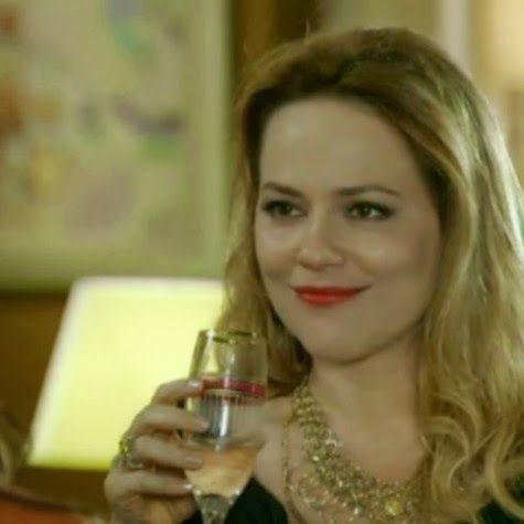 Novelas e Mundo das Celebridades: Em Família: Shirley beijará Laerte em boate de Goi...